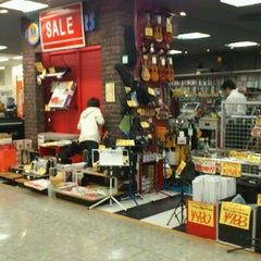 Photo taken at 愛曲楽器 アピタ長久手店 by hao127 on 10/27/2011