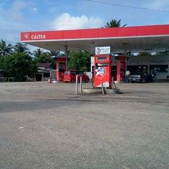 Photo taken at Caltex Sg Ular by Epik Q. on 11/12/2011