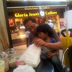 Photo taken at Gloria Jeans Coffees by Ozil Z. on 2/11/2012