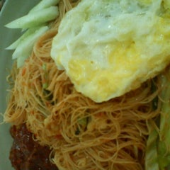 Photo taken at Restoran Baloh by Rozana R. on 1/21/2012