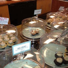 Photo taken at Sweetness Bake Shop & Cafe by Ulises F. on 1/28/2012