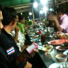 Photo taken at สวนอาหารโกเหมี้ยง by Mesa K. on 4/5/2012