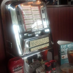Photo taken at Silver Diner by Elicia W. on 8/11/2012