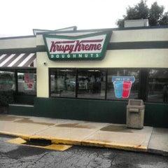 Photo taken at Krispy Kreme Doughnuts by Raphiell F. on 9/7/2012