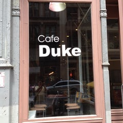Photo taken at Cafe Duke by 具本尙 on 7/30/2012