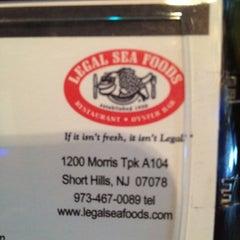 Photo taken at Legal Sea Foods by DeVonta on 5/12/2012