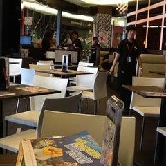 Photo taken at Hong Kong Kim Gary Restaurant (香港金加利茶餐厅) by Eddie C. on 8/8/2012