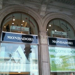 Photo taken at Mondadori Multicenter by Antonio F. on 9/10/2011
