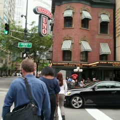 Photo taken at Uno Pizzeria & Grill - Chicago by Ginger L. on 5/15/2012