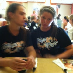 Photo taken at Friendly's by Hollin P. on 9/1/2011