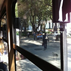 Photo taken at Un Camion Sobre Reforma by Frances G. on 10/26/2011