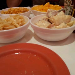 Photo taken at Kenny Rogers Roasters by Att D. on 12/15/2011