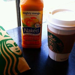 Photo taken at Starbucks by Andre_Hell on 4/6/2012