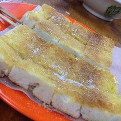 Photo taken at Joo Leong Cafe (裕隆茶室) by Kye Pinn L. on 3/16/2012