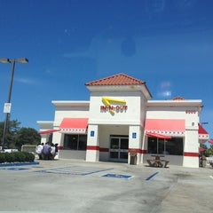 Photo taken at In-N-Out Burger by Ainsley G. on 7/1/2012