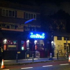 Photo taken at Joiners Arms by Sergio on 8/12/2011