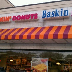 Photo taken at Dunkin' Donuts by Richard D. on 10/26/2011
