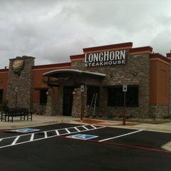 Photo taken at LongHorn Steakhouse by Jena N. on 11/7/2011