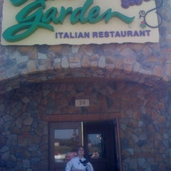 Photo taken at Olive Garden by Daniel G. on 3/24/2011