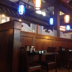 Photo taken at Hana Japanese Steakhouse and Sushi Bar by Michael P. on 8/18/2012