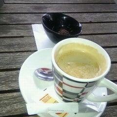 Photo taken at Café La Falua by Kris on 3/24/2012