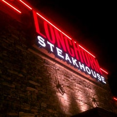 Photo taken at LongHorn Steakhouse by Hayden W. on 12/29/2011