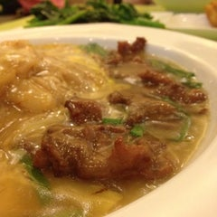 Photo taken at Home Made Fish Head Noodles by Wong S. on 5/26/2012