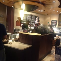 Photo taken at Starbucks by Ricardo F. on 6/27/2012