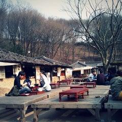 Photo taken at 한국민속촌 (Korean Folk Village) by jong-won j. on 3/28/2012