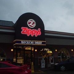 Photo taken at Zippy's McCully by Taba (follow me) i. on 3/23/2012