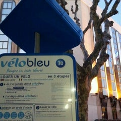 Photo taken at Vélo Bleu (Station No. 30) by Iarla B. on 3/8/2012