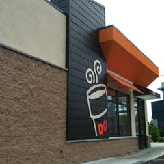 Photo taken at Dunkin' Donuts by Kate M. on 9/3/2012