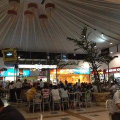 Photo taken at Centro Plaza Internacional by Ronald G. on 4/1/2012