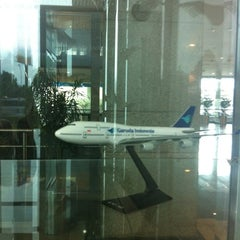 Photo taken at Garuda Indonesia Sales & Ticketing Office by chocolatna on 3/16/2012