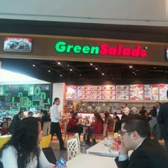 Photo taken at Green Salads by Hüseyin A. on 3/21/2012