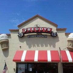 Photo taken at Freddy's Frozen Custard & Steakburgers by N L. on 8/11/2012