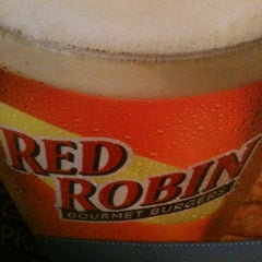 Photo taken at Red Robin Gourmet Burgers by Susan C. on 7/14/2012