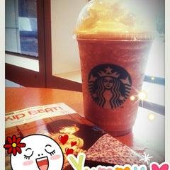 Photo taken at Starbucks (สตาร์บัคส์) by LiTTle P. on 8/21/2012