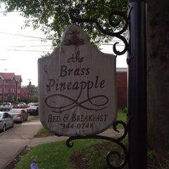 Photo taken at The Brass Pineapple Bed & Breakfast by Efrain M. on 4/27/2012