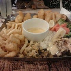 Photo taken at The Manhattan Fish Market by Akmall Arief on 5/6/2012