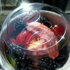 Photo taken at Menchie's Frozen Yogurt by Mz. Peachez on 5/3/2012