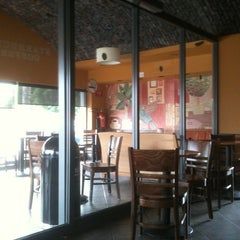 Photo taken at Starbucks by Enquil B. on 6/22/2012