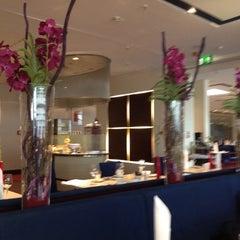 Photo taken at Restaurant Flavors by Luiz G. on 6/19/2012