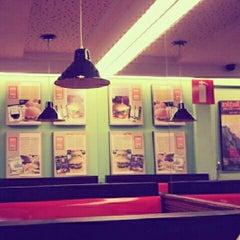 Photo taken at Eddie Fine Burgers by Glauber R. on 9/4/2012