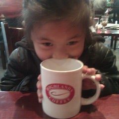 Photo taken at Highlands Coffee by Julie Fam on 2/26/2012