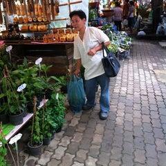 Photo taken at ตลาดน้ำวัดลำพญา (Wat Lam Phaya Floating Market) by 🍭🍭PANII🍭🍭 . on 8/18/2012