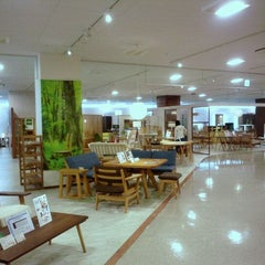 Photo taken at 島忠ホームズ 仙川店 by 東京 散. on 5/12/2012