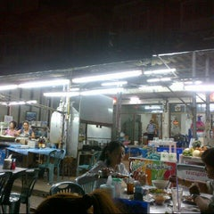 Photo taken at ร้านยำเสนา by DeMoNJinX P. on 8/29/2012
