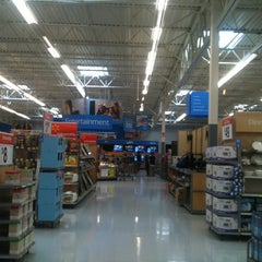Photo taken at Walmart Supercenter by Antonel N. on 3/14/2012