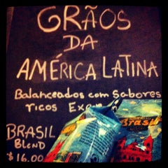 Photo taken at Starbucks by Luzciana C. on 6/3/2012